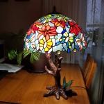 """Лампа Тіффані """"Танець метеликів"""" на столі"""