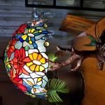 """Настільна Лампа Тіффані """"Танець метеликів"""" на столі"""